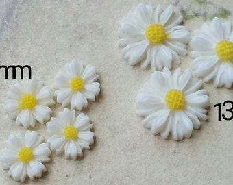 White Colour Little Chrysanthemum Resin Flowers of Different Sizes (.tc .sm .sg)