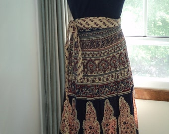 Retro Boho Chic Indian Floral and Paisley Pattern Printed Cotton Wrap Around Skirt from the  1970's in Vintage Condition in 3 colors