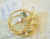 1960s vintage Sarah Coventry gold with jade and pearl inserts brooch / pin / vintage jewelry pin