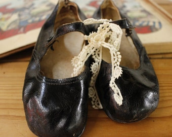 Vintage French Little Girls Black Leather Shoes...Cute.