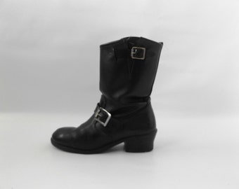 Black Engineer Motorcycle Boots Mens Size 7 1/2 Vintage 80s Leather Biker Boot Womens Size 9 1/2 Grunge Rocker Moto Shoes 1980s Mid Calf