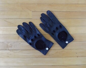 Navy Blue Leather Driving Gloves Vintage Aris Cutout Womens Size 5/6 Fall Winter Mittens Pearl Snap Rocker Hipster Accessories Jackets Coats