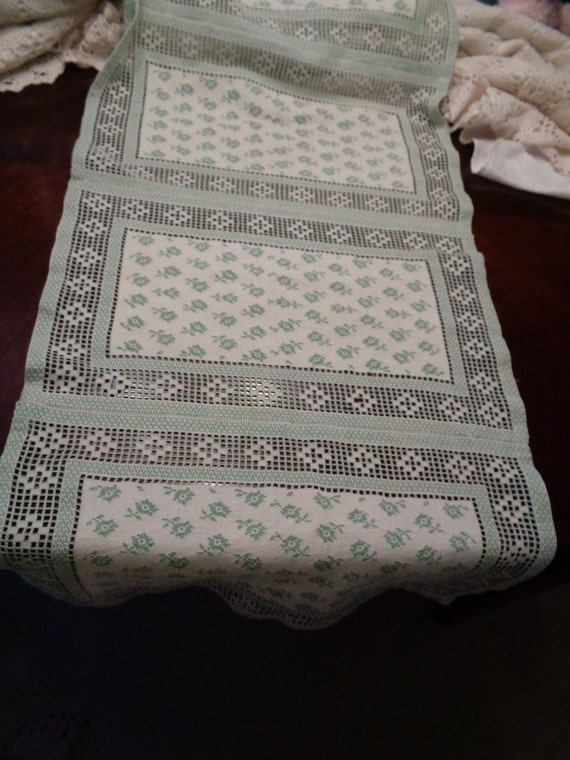 Beautiful long green white table runner 84 inches long for Table runners 52 inches