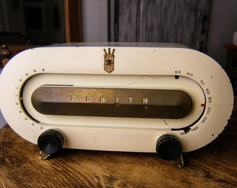 "1951 Zenith model H511G ""Race Track"", White Bakelite Radio,Art Deco Radio"