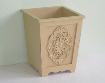 Buttery Yellow Composite Wood Planter Flower Box Decorative Flower Medallions