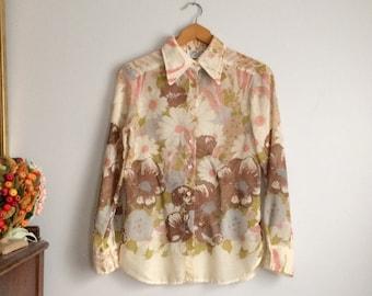 1970s Sheer Blouse in Floral / Sheer Floral Shirt