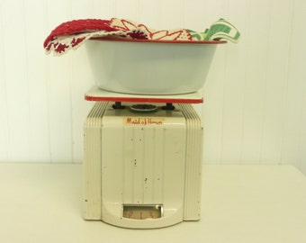 WORKING 1950s Scale, Red and White Art Deco, Maid of Honor Measuring Kitchen Scale - Vintage Home Decor