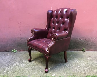 vintage tufted wingback chair. classic furniture. retro home decor. 1/2
