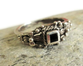 Sterling Silver Black Onyx Ring, Pebbled Flowered Band, Boho Chic, Size 7, Stack Ring
