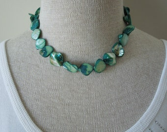 Vintage Green Necklace and Bracelet Set, Shell Pieces in Excellent Condition.