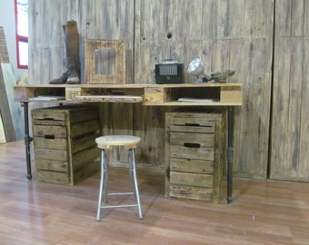 Computer Pallet Desk with Pipe Base