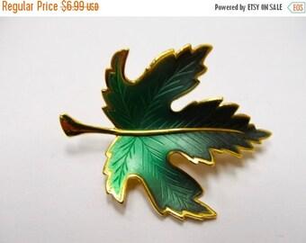 ON SALE Vintage Green Enameled Leaf Pin Item K # 126