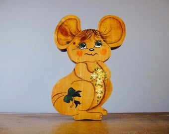 Vintage door stop or door wedge, hand carved / mouse with big ears / cute / kitsch / 216*34