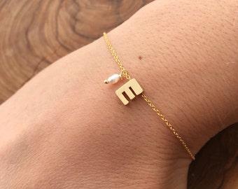 Gold Letter Bracelet. Initial Bracelet. Bridesmaids gift. Bracelet gift for her. Gold plated initial bracelet. Personalized bracelet.
