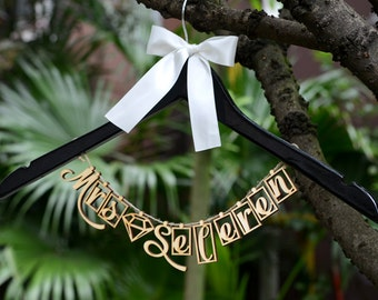 Wedding Hanger with Wood Name, Personalized Rustic Wedding Dress Hanger,Bride Bridesmaid Wood Name Hanger, Wedding Bridal Hanger LL018