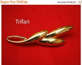 Trifari Brooch Gold tone Mid Century Abstract  leaf pin