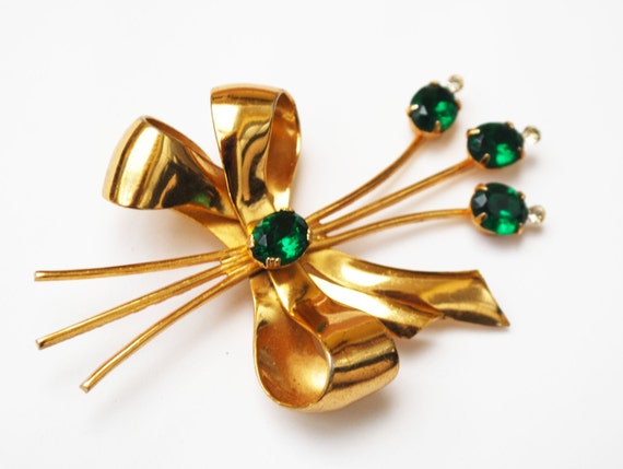 Flower Brooch  - Signed Coro - Floral   Bouquet - green glass Rhinestone - gold plated - bow - Mid Century pin
