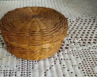 Small round basket with lid, hand woven of Native American sweet grass, sewing basket dark color, great condition, rustic primitive storage