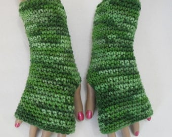 Green Fingerless Gloves ~ Texting gloves ~ Arm warmers ~ Hand warmers ~ Mittens ~ Typing gloves ~ Gift for Her ~ Womens gloves ~ Teen gloves