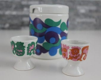 So retro - fun and adorable jar with two egg cups, by Arabia Finland