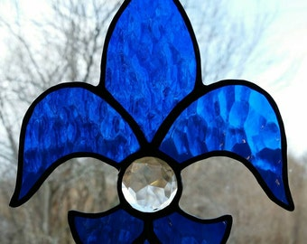 Fleur de Lis with clear jewel