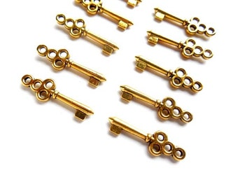 10 Antique Gold Key Charms - 21-46-8