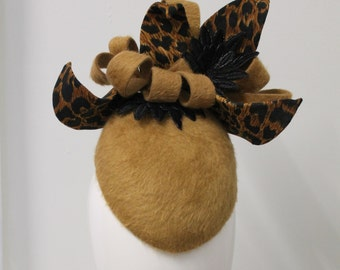 Leopard skin print jersy and fur felt hat