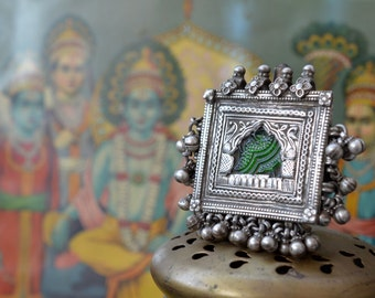 Old silver pendant tribal Indian box with bells and glass, old vintage 925 Hindu jewellery Rajasthan
