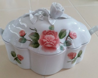 FREE U.S. SHIPPING--Pretty White and Pink  Lidded Porcelain Box