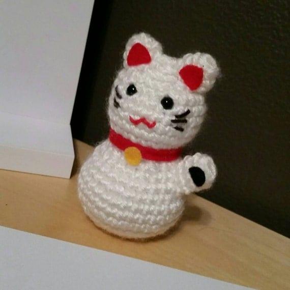 Maneki-Neko Beckoning Cat Amigurumi