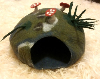 Shep's Woodland CAT CAVE 100% Wool Handmade Cat Cozy Pet Bed Kitty Mushrooms