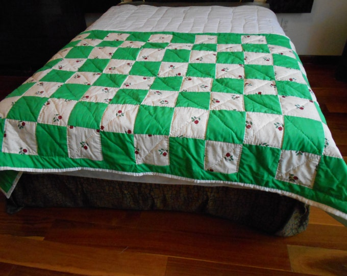 Double Irish Chain Green & White Flower Bed Runner, Bed Decoration or Wedding Gift