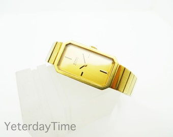 Synchron Cyma Ladie's Watch 1960's Swiss 17 Jewel Manual Movement Gold Plated Case and Strap