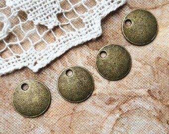 4x Round Charms, Antique Brass Pendants Charms Jewellery Supplies C181
