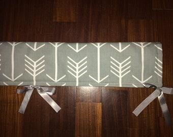 "10"" x 51"" Crib Teething bumper white arrows on grey"