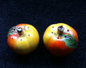 Vintage salt & pepper shakers. FREE SHIPPING