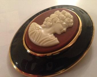 Beautiful Statement Victorian Style Cameo Brooch Pendant Black Enamel Go;d Tone Resin