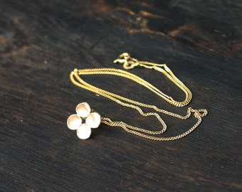 14k gold necklace with clover pendant. Minimalist solid gold necklace. Small gold pendant necklace. Handmade unique modern jewelry