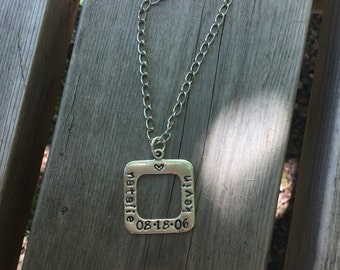 Personalized Stamped Metal Pendant Necklace for Wedding / Anniversary / Baby / Friend / Mom / Sister / Pet / Memorial Gift