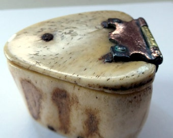 Rare Early 19th Century Napoleonic French Prisoner of War Carved Ox Bone Snuff Box or Snuff Mull