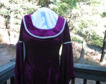 Elegant Medieval Velvet Dress, Great for Ren Fair, or a Special Occasion