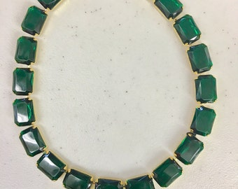 Vintage emerald green lucite choker necklace