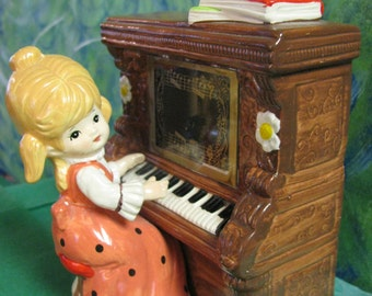 VGT Girl playing piano Music Box/Toyo/Made in Japan