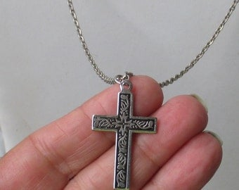 Vintage Cross Etched Design Metal Necklace