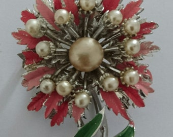 Pretty vintage Pearl and enamel flower brooch