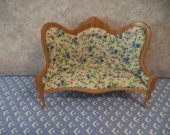 1:12 scale dollhouse miniature Victorian Sofa Light Oak w/ Blue floral fabric