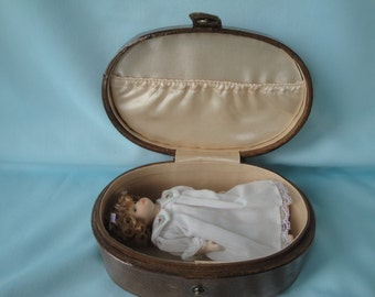 China Doll in Case/Delton Small China Doll/Porcelain Doll