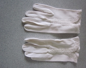 1950s White Cotton Short Gloves with Beading, S