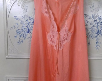 1950-1960 Peach Nightgown, Size 32