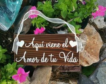 Aqui viene el Amor de tu Vida / Here comes the Love of your Life 5 1/2 x 11 Rustic Wedding Signs Spanish